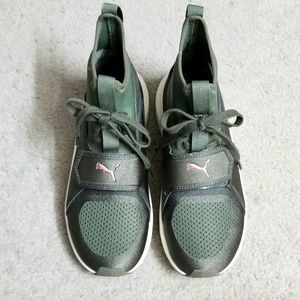 Puma sneakers size 5.5